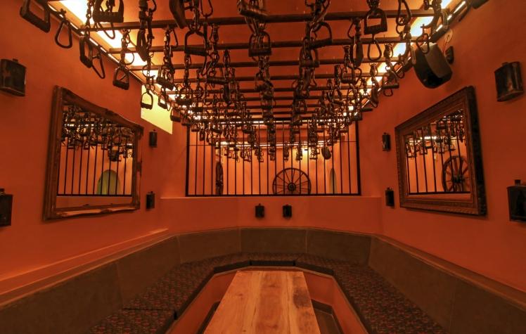 dungeon-night-club-lounge